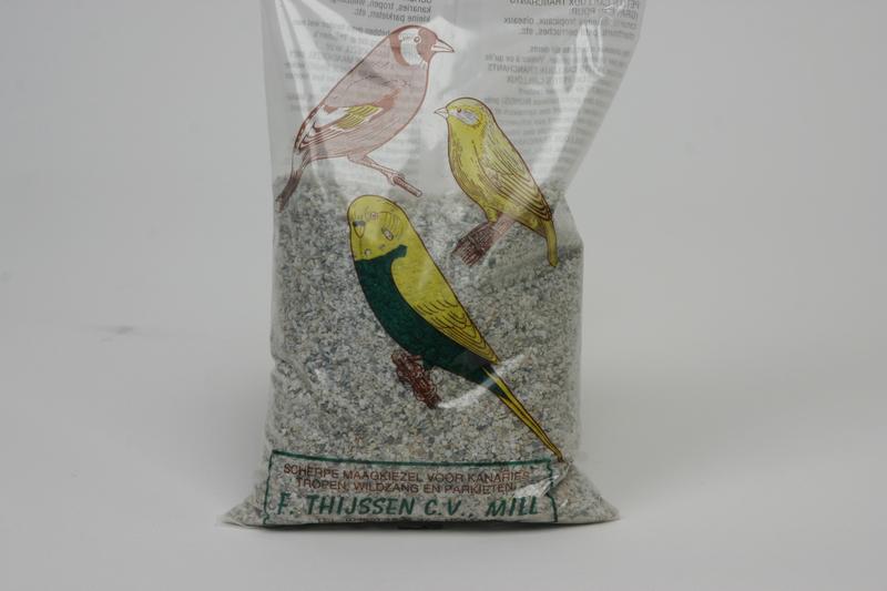 Productafbeelding voor 'Maagkiezel kanarie/wildzaad/parkiet meerkleurig 1 kg'
